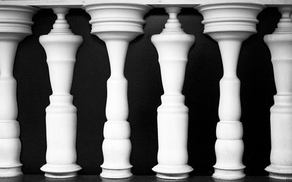 Optical Illusion - Pillars look like people