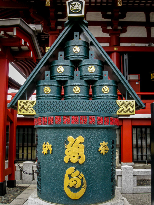 Decorative structure outside the shrine
