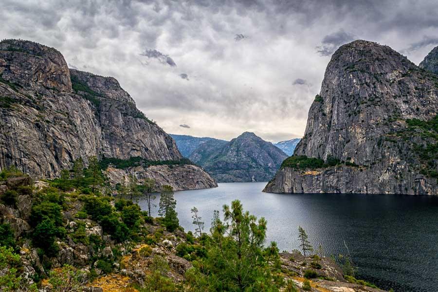 Hetch Hetchy reservoir landscape view