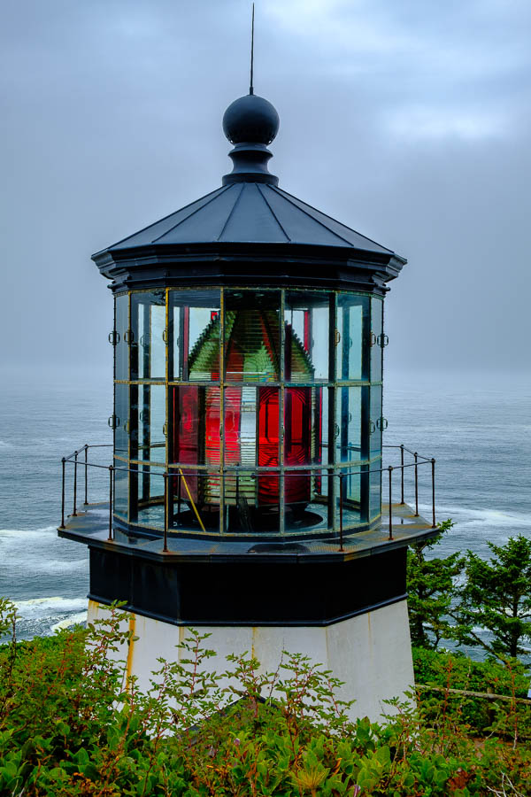 Color glass pattern of the lighthouse lens