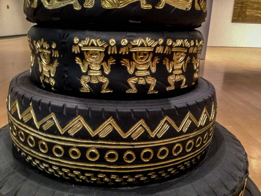 A section of the tire column representing the Wari, Moche and Mimbres cultures